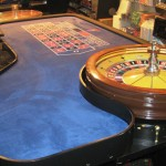 Roulette Wheel & Table 32 00 Huley 011