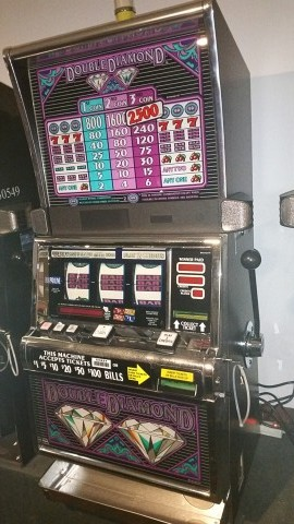 IGT S2000 Double Diamond Slot Machine