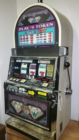 IGT S Plus Double Diamond $5 Token Machine With Tokens