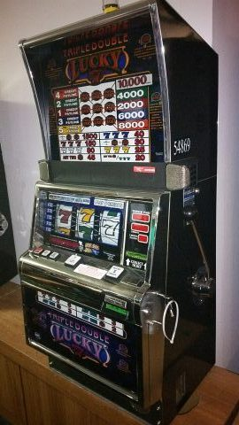 IGT S2000 Triple Double Lucky 7 Five Line Slot Machine