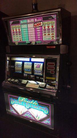 IGT S2000 Double Double Diamond 25c Slot Machine