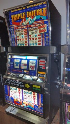 IGT S2000 Triple Double Red White & Blue Slot Machine