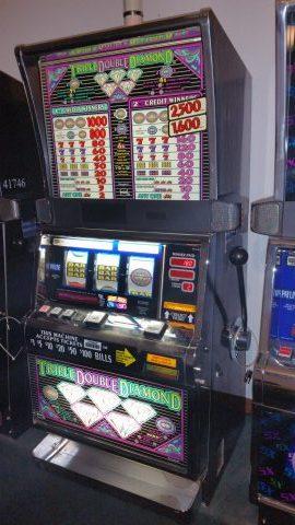 IGT S2000 Triple Double Diamond Slot Machine