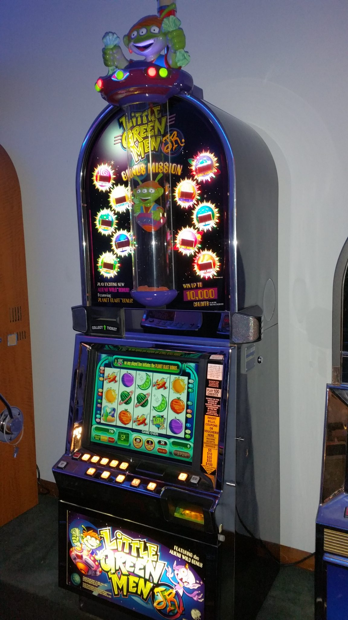IGT I Game Little Green Men With Top Bonus with Lighted Topper