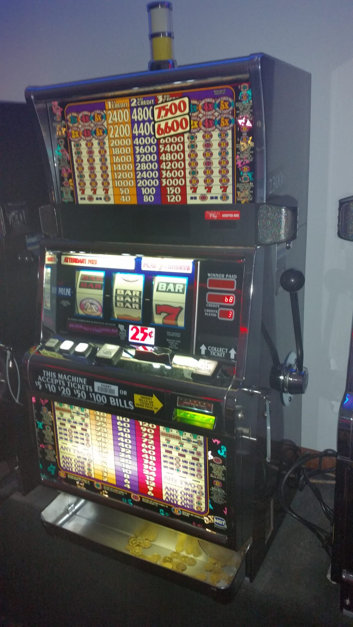 IGT S2000 2x3x4x5 Times Pay 25c 3 Coin Slot Machine