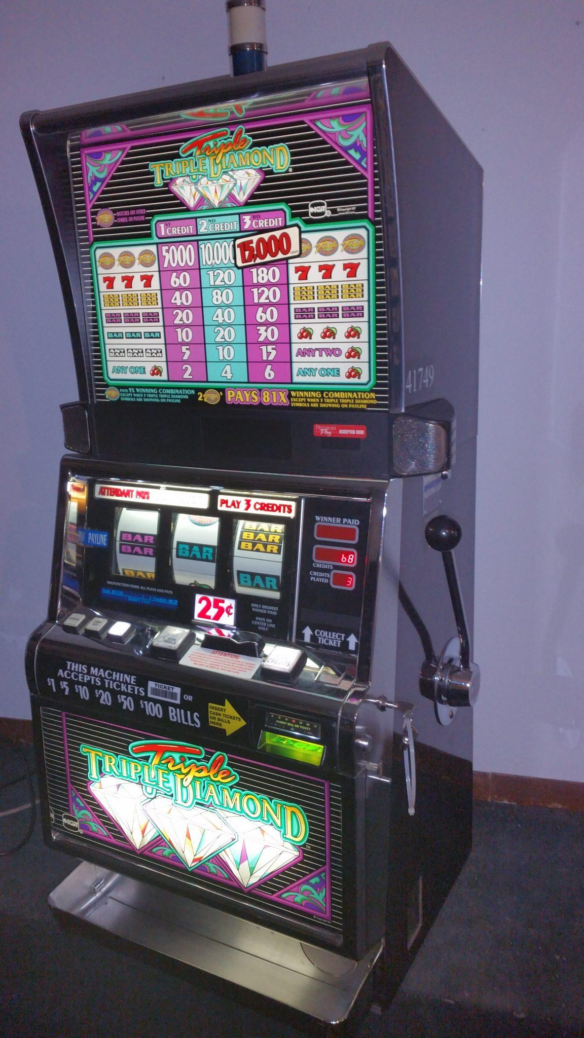 IGT S2000 Triple Triple Diamond 25c Coin Op Slot Machine