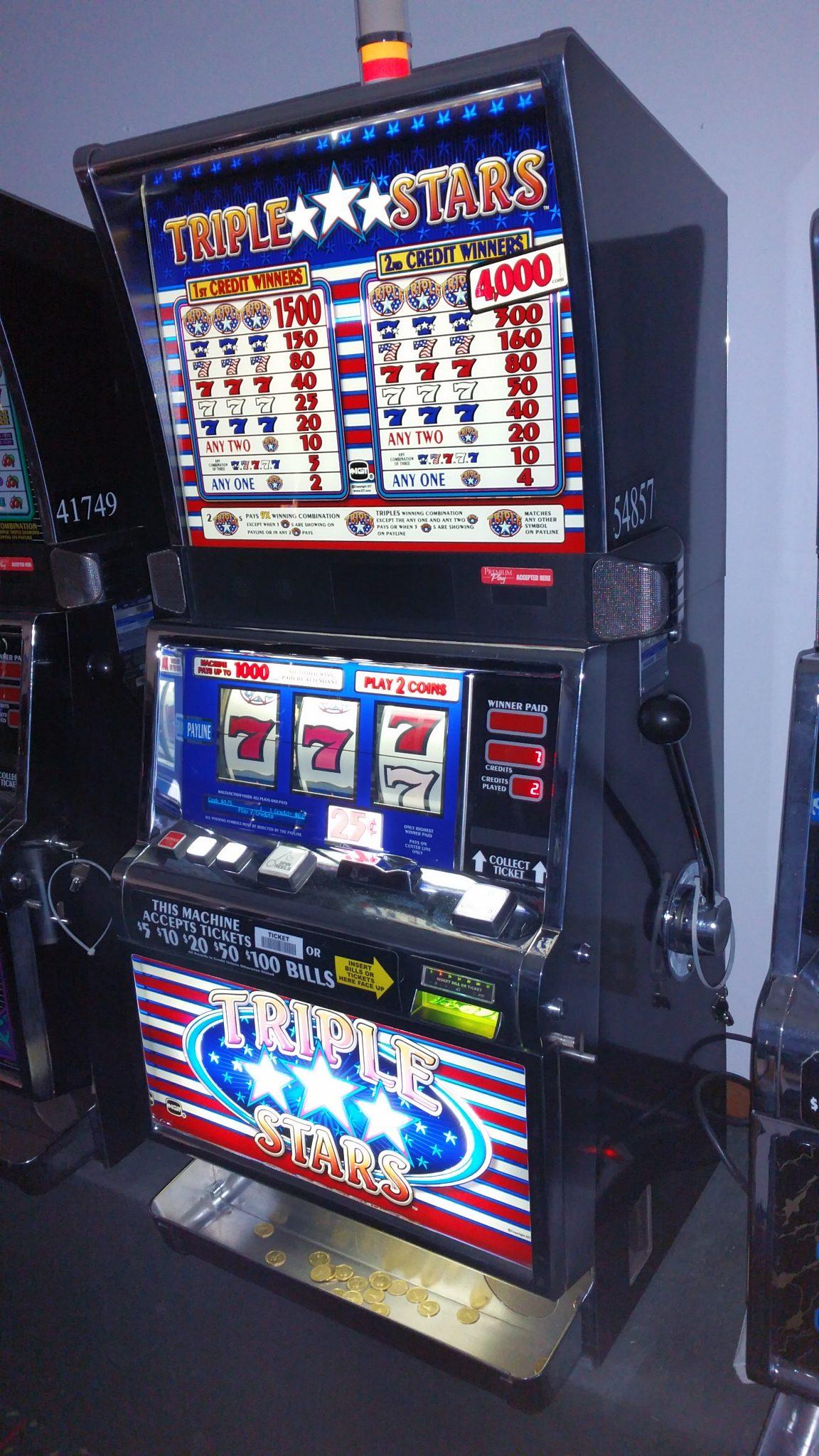 IGT S2000 Triple Stars 2 Coin Quater Slot Machine