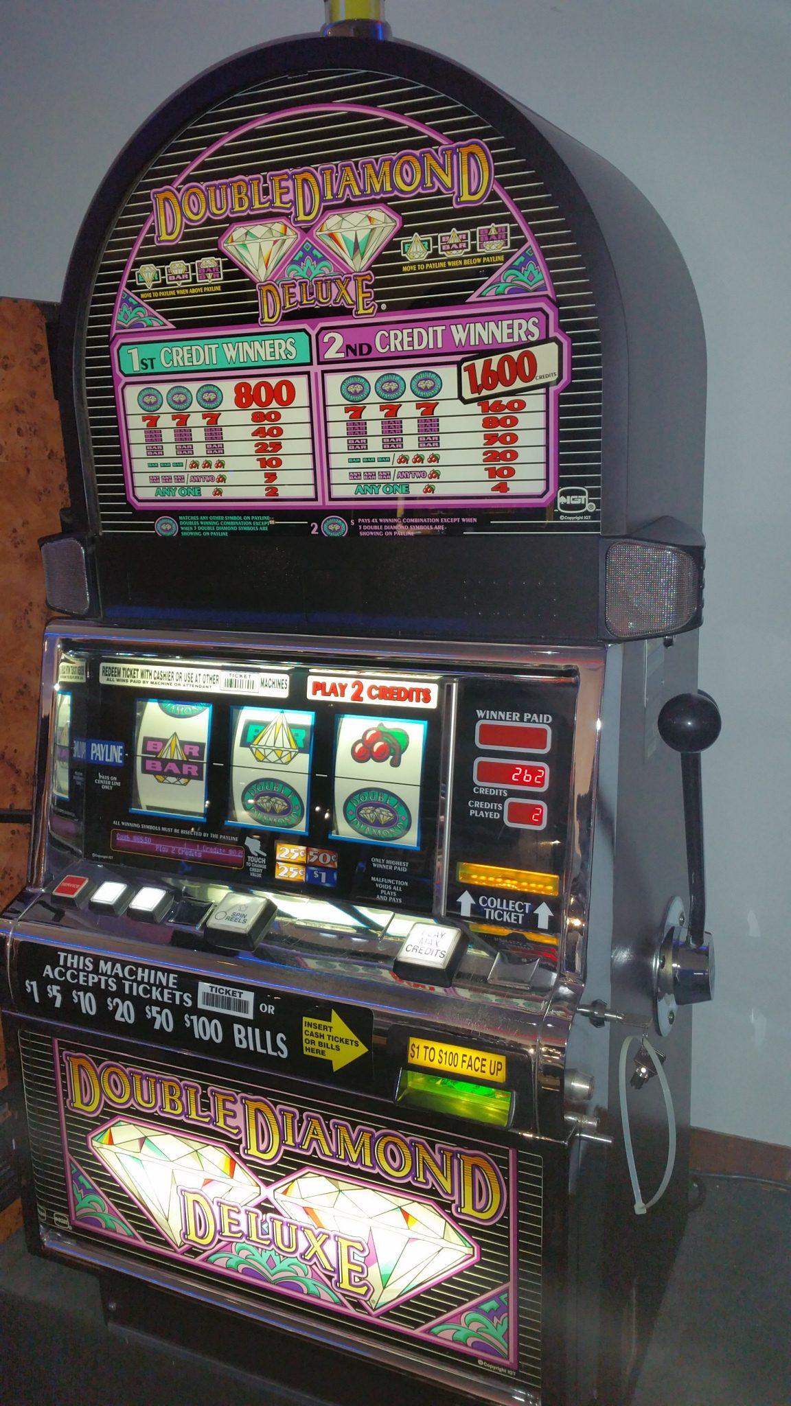 IGT S2000 Double Diamond Deluxe Slot Machine