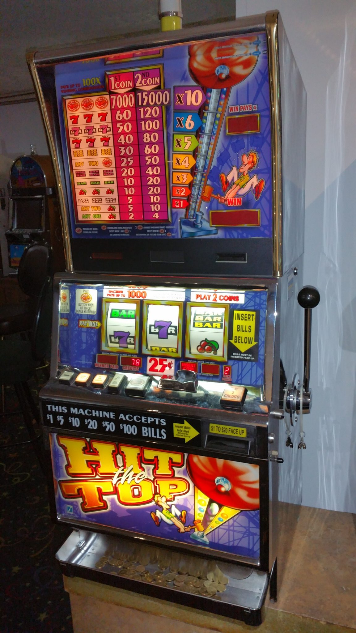 IGT Barcrest Hit the Top .25c Coin and Bill Slot Machine
