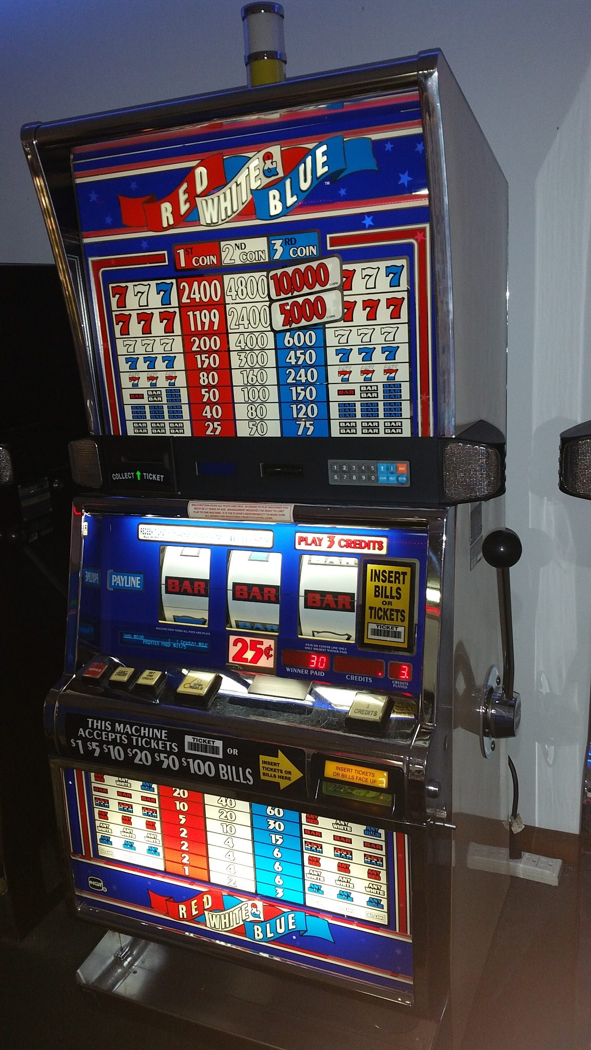 IGT S2000 Red White & Blue 3 Coin .25c Slot Machine