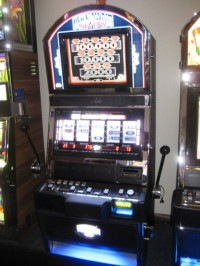 Bally Alpha Black & White 7's Slot machine 001