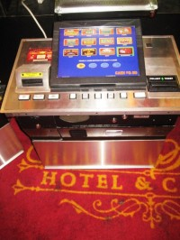 IGT Game King  Multi-Game Standard Bar Top 15'' LCD 001