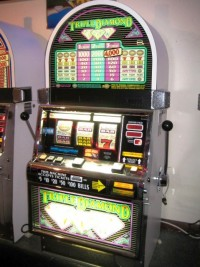 IGT RT Triple Diamond Slot Machine Multi-Denom 001