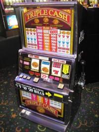 IGT S Plus Triple Cash 25c Coin Op Slot Machine 001