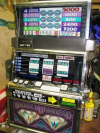 IGT S2000 Double Diamond 5 Line Slot Machine 014