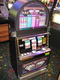 IGT S2000 Double Diamond Deluxe Coin Slot Machine 002