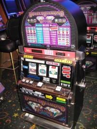 IGT S2000  RT Double Diamond Deluxe Slot Machine 001